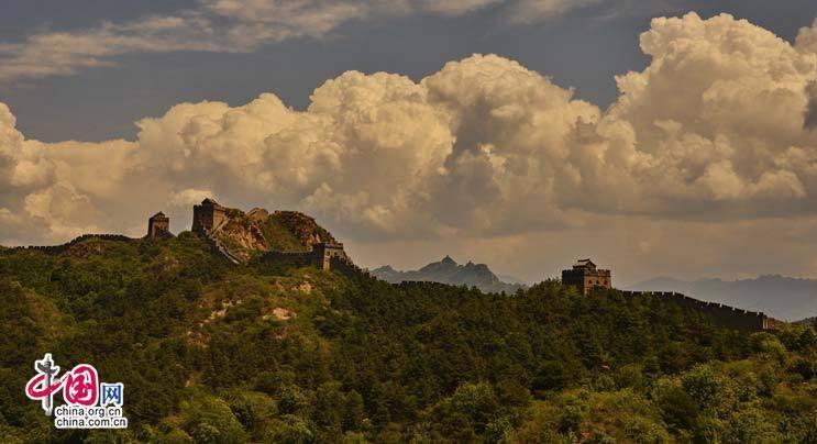 De magnifiques clichés de la Grande Muraille sous les nuages