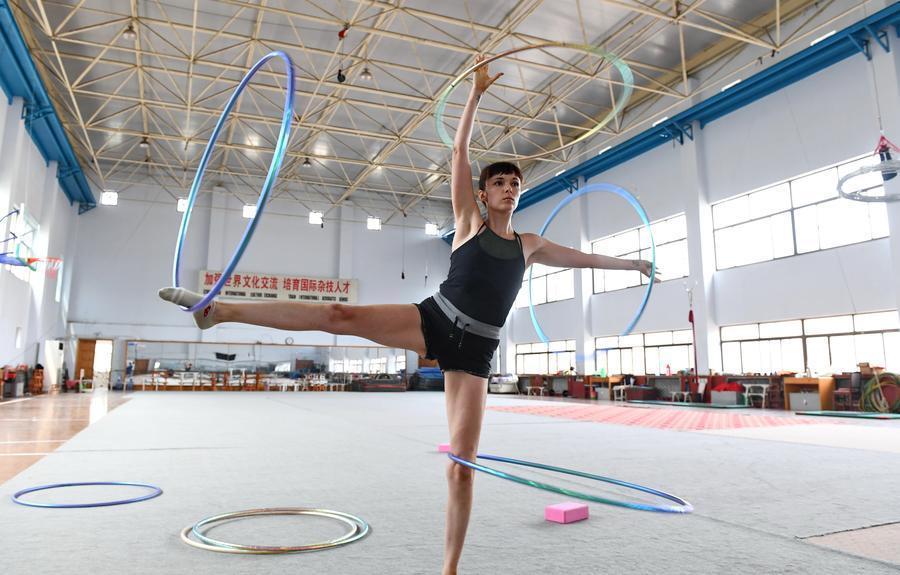Comment une école d'acrobatie du Hebei construit des échanges culturels avec le monde