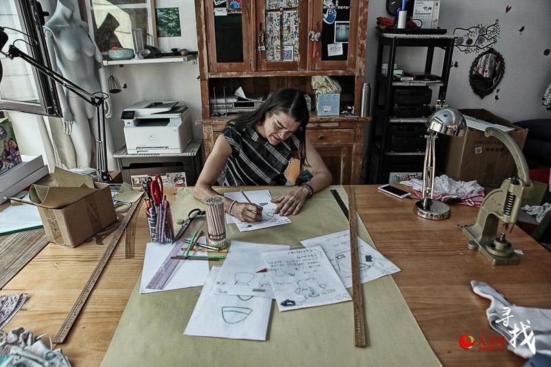 Une Allemande concrétise son rêve de design de mode en Chine