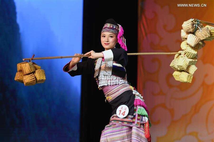 Concours final du Festival des costumes ethniques dans le Yunnan