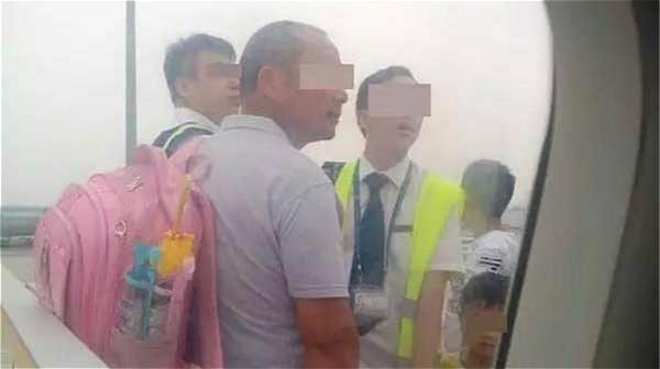 Un « passager clandestin » retarde un vol à Shanghai