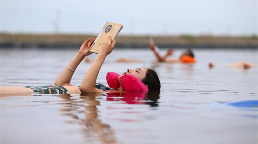 Chine : bain dans de l'eau à forte teneur en sel