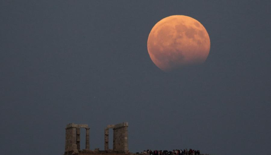 Une éclipse lunaire partielle vue en Asie et au Moyen-Orient