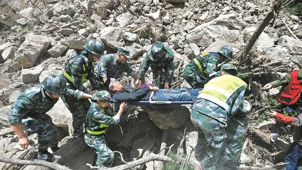 Réponse rapide des secours suite au séisme dans le Sichuan