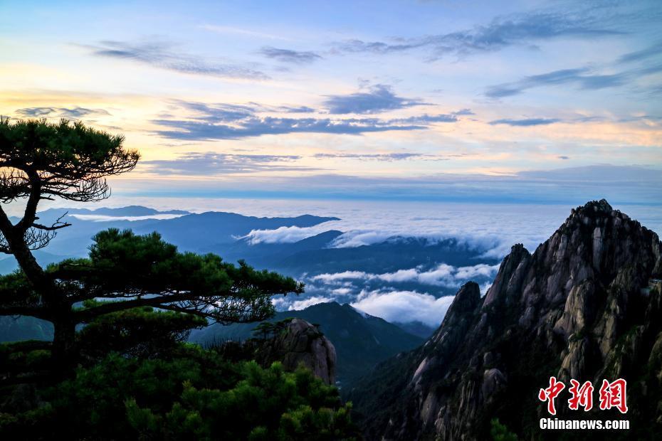 Sublimes photos du lever de soleil au sommet du mont Huangshan