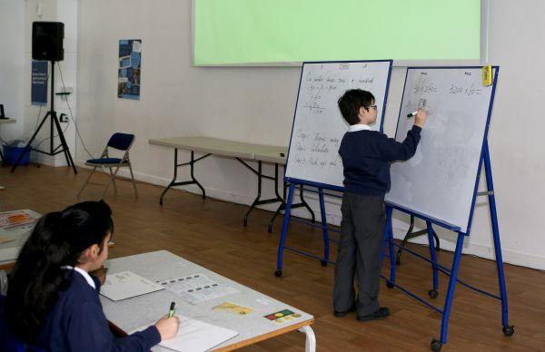 Des écoliers anglais vont bientôt utiliser des manuels chinois