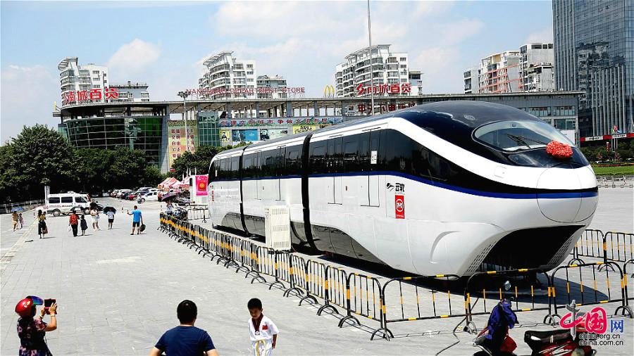 Photos : un monorail bientôt ouvert aux visites à Guilin