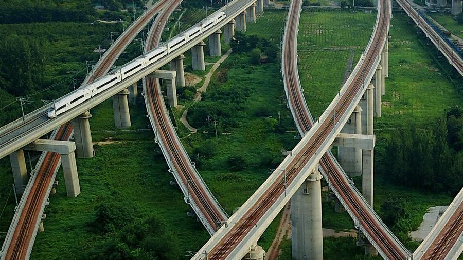 Des lignes de chemins de fer à grande vitesse s'entrecroisent à Zhengzhou