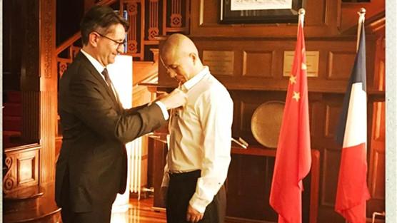 Bi Feiyu devient chevalier de l'ordre français des Arts et des Lettres
