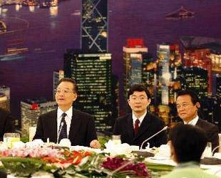 Spitzenpolitiker des Verbandes Südostasiatischer Nationen (ASEAN) sowie Chinas, Japans und Südkoreas die an der der siebten Asien-Europa-Konferenz teilnehmen, haben sich am Freitag in Beijing zu einem Frühstückbankett getroffen, das vom chinesischen Ministerpr?sidenten Wen Jiabao geleitet wurde.