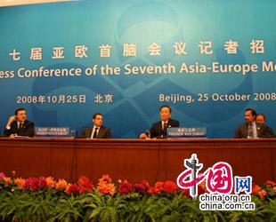 Chinas Ministerpr?sident Wen Jiabao hat am Samstag an einer Pressekonferenz des siebten Asien-Europa-Treffens teilgenommen. Dabei erkl?rte er Chinas Standpunkt zur globalen Finanzkrise.
