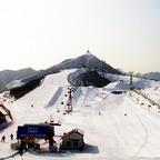 Das Nanshan-Skigebiet war die erste Skiregion in China, die Snowboards eingeführt hat. Der Snowboardbereich wurde in Zusammenarbeit mit dem österreichischen Unternehmen Mellow entsprechend europäischer Standards eingerichtet.