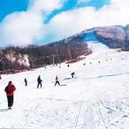 Das Beidahu Skiing Resort war der Veranstaltungsort der 8. und 9. chinesischen Wintersportmeisterschaften. Beidahu ist an drei Seiten von Bergen umgeben, die im Winter für angenehme Wetterbedingungen sorgen.
