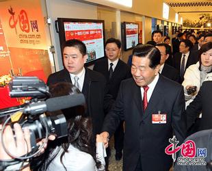 PKKCV-Vorsitzender Jia Qinglin besucht das Studio von China.org.cn in der Gro?en Halle des Volkes