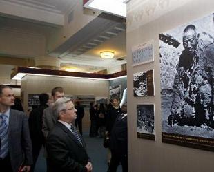 Ausstellung zum 50. Jubil?um der demokratischen Reformen in Tibet zeigt Ausl?ndern wahre Situation