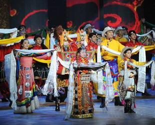 Um dem 50. Jahrestag der Befreiung der Leibeigenen in Tibet zu gedenken, wurde am Samstagabend eine Gala in Beijing veranstaltet. Die Kulturprogramme thematisierten die große Veränderung nach den demokratischen Reformen in Tibet vor 50 Jahren.