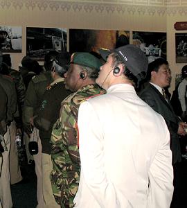 Ausl?ndische Milit?rattachés besuchen Tibet-Ausstellung