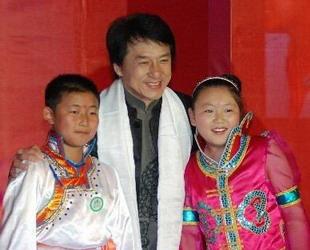 'Ich wei? nicht, ob es besser ist, Freiheit zu haben als keine Freiheit zu haben', denn zu viel Freiheit k?nne auch zu Chaos führen, ?u?erte sich der Action-Star Jackie Chan.