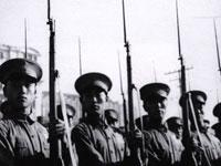 In der Vorhut der abgeschrittenen Truppen waren kampferprobte hochrangige Offiziere. Zudem erschienen die Milizsoldaten zum ersten Mal bei der Parade zum Nationalfeiertag.