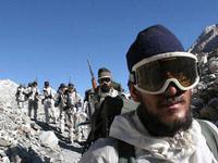 Indien will die Kontrolle über eine strittige Zone verst?rken, deren Hoheit China ebenfalls für sich beansprucht. Medienberichten zufolge will New Delhi zwei Divisionen in Arunachal Pradesh stationieren.