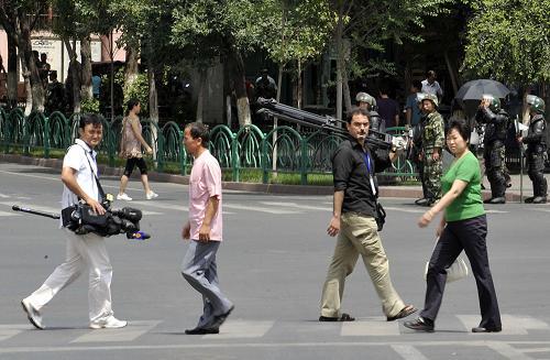 Anders als bei den Unruhen in Tibet vor einem Jahr hat China diesmal den Journalisten erlaubt, in das Krisengebiet zu reisen. Der Korrespondent der Süddeutschen Zeitung Henrik Bork findet dafür lobende Worte.