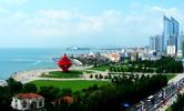 Qingdao, auch Tsingtao geschrieben, ist eine der schönsten und saubersten Städte der Volksrepublik China. Diese Stadt. dessen Name 'Grüne Insel' bedeutet, fiel eine bedeutende Rolle in der Geschichte Chinas im 20. Jahrhundert zu.