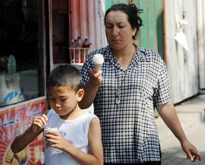 Dank einer Reihe von effektiven Ma?nahmen zur Wahrung der gesellschaftlichen Stabilit?t normalisiert sich das Alltagsleben in ürümqi, Hauptstadt des Uigurischen Autonomen Gebiets Xinjiang in Nordwestchina, Schritt für Schritt.