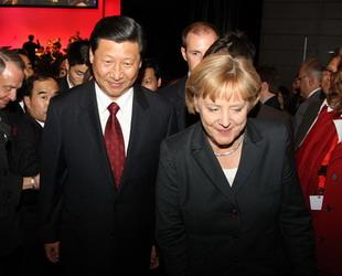 Die 6-tägige Frankfurter Buchmesse 2009 ist am Dienstagnachmittag eröffnet worden. An der Eröffnungszeremonie nahmen der chinesische Vizestaatspräsident Xi Jinping und die deutsche Bundeskanzlerin Angela Merke teil.