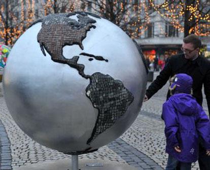 Die UN-Klimakonferenz 2009, kurz COP15, hatte am Montag im Bella-Zentrum in Kopenhagen begonnen. Verschiedene Aktivitäten wurden von den Teilnehmern im und außerhalb des Konferenzzentrums abgehalten, mit denen die Menschen zum Kampf gegen den Klimawandel aufgerufen werden sollen.