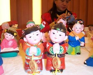 Die Jahrmärkte sind eine besondere historische Attraktion geworden und spielen bei der Verbreitung der traditionellen chinesischen Volkskultur eine wichtige Rolle.