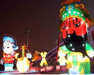 Zahlreiche Laternen wurden angezündet während der Frühlingsfestferien im Olympischen Park. Das hat viele Touristen angezogen.