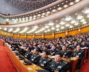 Die 2. Plenarsitzung des 11. Nationalen Volkskongresses (NVK) fand heute um 9 Uhr in der Großen Halle des Volkes statt. Wang Zhaoguo erklärte dabei den Entwurf des revidierten chinesischen Wahlgesetzes, Die Abgeordneten diskutierten anschließend über den Entwurf.