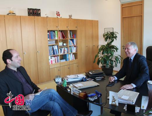 Deutschland will China als Partner helfen, seiner Verantwortung gerecht zu werden und Respekt vor internationalen Spielregeln zu zeigen, so Botschafter Dr. Michael Schaefer im Gespräch mit China.org.cn.