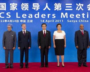 In Sanya wurde am Donnerstag das dritte Gipfeltreffen der BRICS-Staaten eröffnet. Dabei traf sich Hu Jintao, Chef des Gastgeberlands mit seinen Amtskollegen aus Brasilien, Russland, Indien und Südafrika.