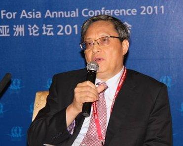 图Am Samstagnachmittag fand eine Pressekonferenz im Rahmen des Bo'ao Asien-Froums statt. Zhou Wenzhong, Generalsekretär des Forums, las dabei die verabschiedete Resolution vor.