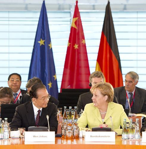 Die Vereinbarungen der ersten Regierungskonsultationen zwischen China und Deutschland sollen weitergeführt werden. Das Wichtige ist, dass beide Seiten die Vielfältigkeit der Welt anerkennen, einander respektieren, unter Ausklammerung der Meinungsverschiedenheiten nach Gemeinsamem suchen, den anderen nichts aufzwingen und die Nichtübereinstimmungen angemessen behandeln.