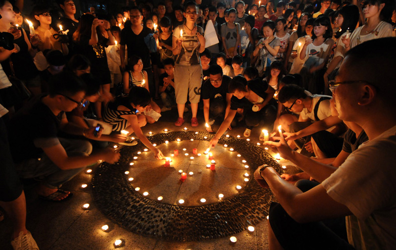 china trauer um zugungl cksopfer in wenzhou. Black Bedroom Furniture Sets. Home Design Ideas