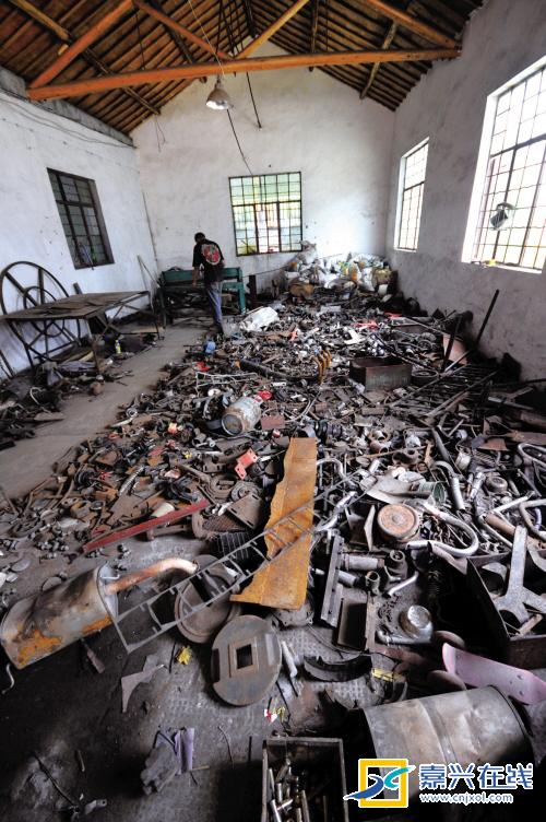 Gartenmobel Tisch Grob : China  germanchinaorgcn  EisenBuddies  Ein Metallskulpture