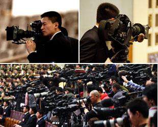 Die wichtigsten Jahrestagungen Chinas im März sind zu einem richtigen 'Krieg der Journalisten' geworden, welche mit 'Hightechwaffen' in die 'Schlacht' ziehen. Die Reporter der verschiedenen Medien tun ihr Bestes, um mit Hilfe von modernen digitalen Ausrüstungen immer schneller und immer besser über die Tagungen zu berichten.