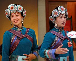 Yang Jinsong von der 'Yunnan Culture Industry Investment Holdings' ist die einzige Abgeordnete im Nationalen Volkskongress (NVK) aus der Nationalität der Naxi in der Gruppe aus der Provinz Yunnan. In der traditionellen Naxi-Kleidung sieht sie besonders schön aus.
