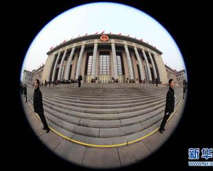 Im März fanden die Jahrestagung des Nationalen Volkeskongresses (NVK) und des Landeskomitees der Politischen Konsultativkonferenz des Chinesischen Volkes (PKKCV) statt. Wenn man die Tagungen durch das Fischaugenobjektiv aufnimmt, wird aus dem politischen Ereignis auch ein ästhetischer Genuss.