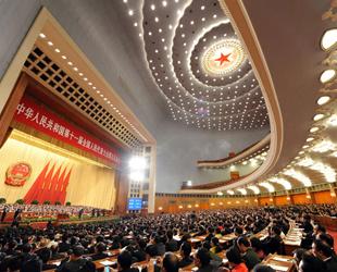 Heute um 15 Uhr fand die 4. Plenarsitzung der 5. Tagung des 11. NVK statt. Dabei legten der Vorsitzende des Obersten Volksgerichts, Wang Shengjun, und der Leiter der Obersten Staatsanwaltschaft Chinas, Cao Jianming, Tätigkeitsberichte vor.