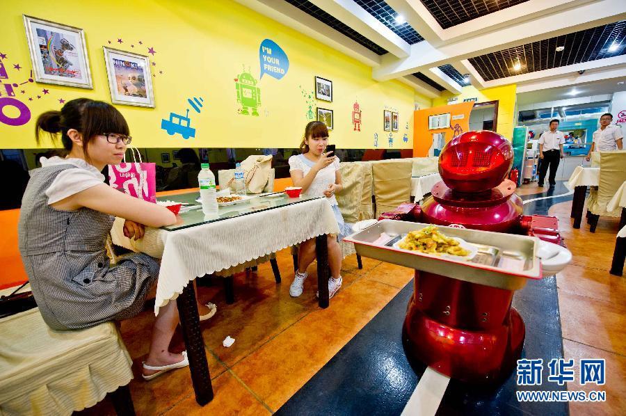 Chinese Restaurant Robot Waiters