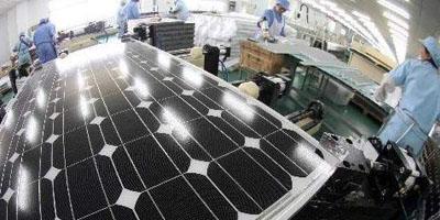 Am 6. September hat die EU-Kommission ein Anti-Dumping-Verfahren gegen die chinesische Solarbranche eingeleitet. Mit einem Streitwert von über 20 Milliarden US-Dollar gilt dies als der größte Streitfall in der chinesischen Außenhandelsgeschichte. Mehr als 400.000 Menschen sind von dieser Frage betroffen. Bereits früher hatte die chinesische Solarindustrie eine Anti-Dumping-Untersuchung von den USA am Hals. Dazu wies Han Xiaoping, der stellvertretende Generalsekretär der Finanzkommission des chinesischen Unternehmensinvestitionsverbandes und CEO von China5e.com in einem Interview mit China.org.cn darauf hin, dass die Anti-Dumping-Untersuchung eine oberflächliche Erscheinung darstelle, hinter der die USA und die EU das Nachsehen hätten.