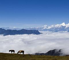 Ganzi ist eine von drei ethnischen autonomen Präfekturen in der Provinz Sichuan. Sie befindet sich am Rande des Qinghai-Tibet-Plateaus und hat zahlreiche berühmte Bergketten und Flüsse.
