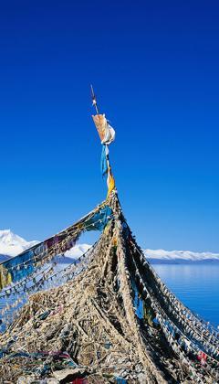 Namco bedeutet im Tibetischen 'himmlischer See'. Der See befindet sich zwischen dem Kreis Damxung und dem Kreis Palgon, 240 Kilometer von Lhasa entfernt. Er liegt 4.718 Meter über dem Meeresspiegel, ist 70 Kilometer lang und 30 Kilometer breit.