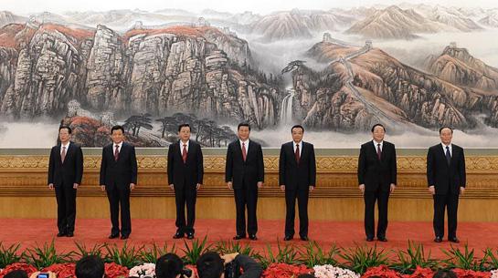 Die Mitglieder des Ständigen Ausschusses des Politbüros des 18. Zentralkomitees (ZK) der KP Chinas stellen sich am 15. November 2012 in der Großen Halle des Volkes der Presse. China.org.cn berichtet live von dem Presseempfang.