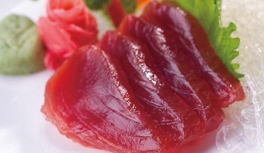 Nicht nur beim Rindfleisch wird in der Lebensmittelindustrie gerne mal geschummelt. Jetzt machen neue Fälle Schlagzeilen, bei denen der Fisch im Mittelpunkt steht: Bei manchen Arten ist kaum ein Fisch das, als was er verkauft wird.