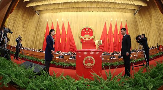 Die 6. Plenarsitzung der 1. Tagung des 12. NVK findet heute Nachmittag statt. Dabei werden durch Abstimmung die Vizeministerpräsidenten, die Staatskommissare, die Minister und Leiter der Kommissionen, der Präsident der People's Bank of China, der Direktor der Nationalen Rechnungskammer sowie der Generalsekretär des Staatsrats bestimmt.