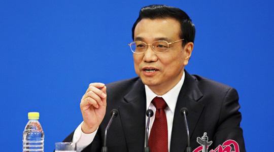 Am Sonntagvormittag wird Chinas Ministerpräsident Li Keqiang zu einer Pressekonferenz eingeladen. Dabei hat er die Fragen in- und ausländischer Journalisten beantwortet.